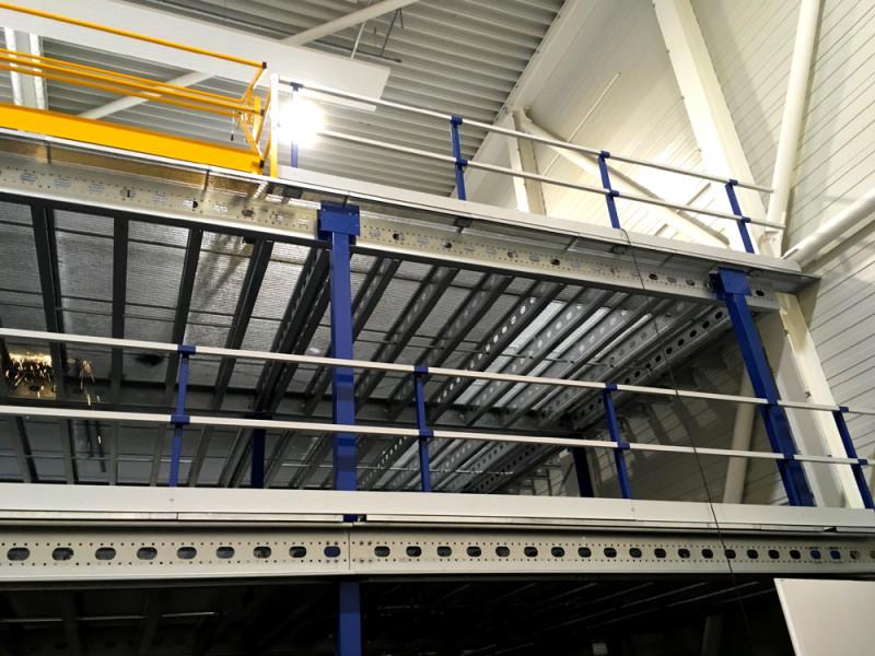 entresolvloer-leuningconstructie-palletopzetplaats