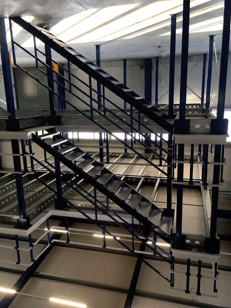 Entresolvloer Noordrek. meedere etages-verdiepingen