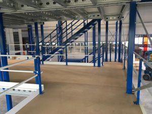 bevloering entresolvloer-leuningconstructie en trap