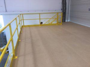bevloering entresolvloer-leuningconstructie en trap : geel kleur