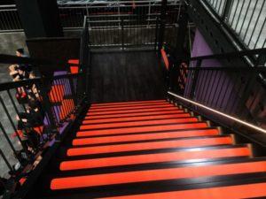 Etagevloer-Trap-rood-zwart-2