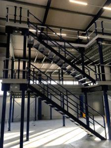 Verdiepingsvloer-meerdere-etages-met-trappen