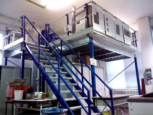 Tussenvloer van Noordrek, trap blauw, extra verdieping