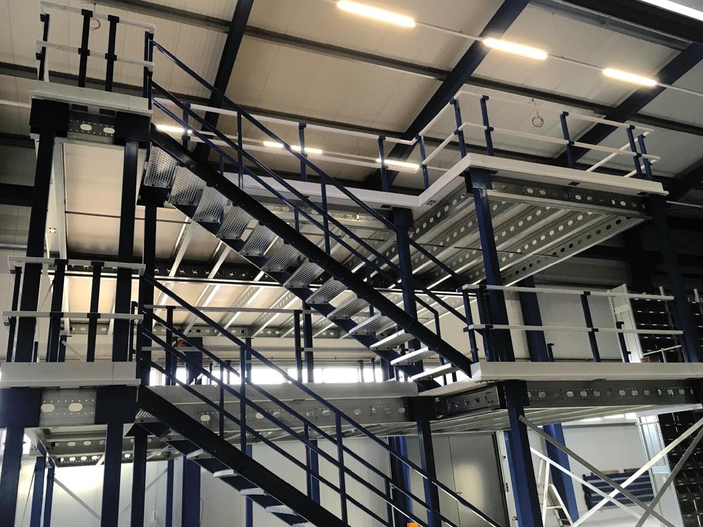 Lagerbühne mit Treppe balu-metall Project Noordrek GmbH
