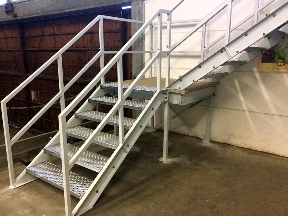 Entresolvloer trap verdiepingsvloer wit