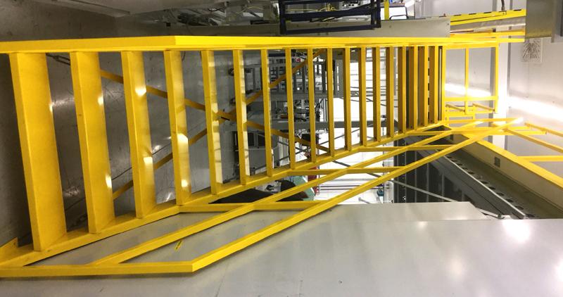 Entresolvloer trap verdiepingsvloer geel