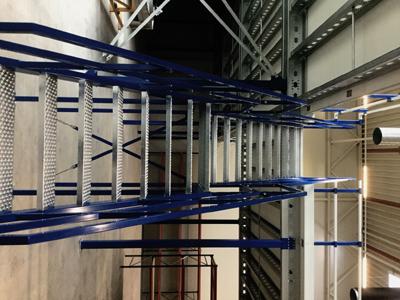 Entresolvloer trap verdiepingsvloer baluw-grijs-metaal